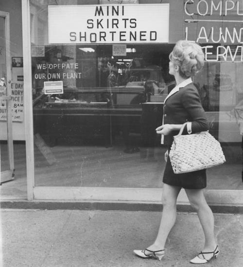 miniskirt sign