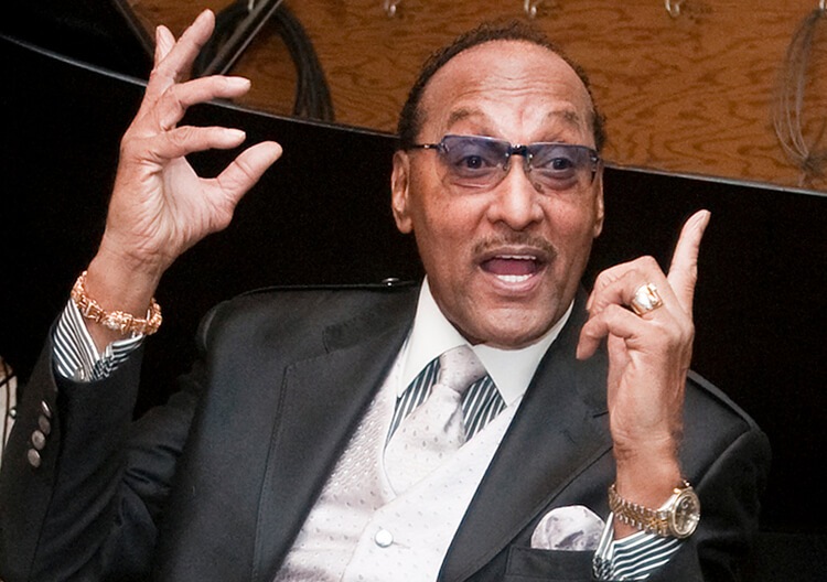 """** FILE ** In this Jan. 12, 2009 file photo, Abdul """"Duke"""" Fakir of The Four Tops is shown in the recording studio at the Motown Museum in Detroit. (AP Photo/Tony Ding, file)"""